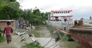 সুরেশ্বর দরবার শরিফ রক্ষাবাঁধের ৬০ মিটার নদীতে বিলীন