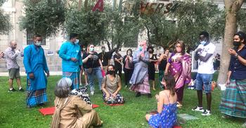 স্পেনের জাতীয় জাদুঘরে অভিবাসীদের আনন্দ উৎসব