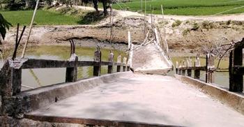 চার বছর ধরে ভাঙা ব্রিজ, ভোগান্তিতে হাজারো মানুষ