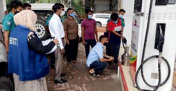 পরিমাপে কারচুপি : তেজগাঁওয়ে ফিলিং স্টেশনকে লাখ টাকা জরিমানা