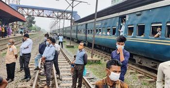 সড়কে যানজট : গাজীপুর থেকে ঢাকায় শুরু ট্রেন চলাচল