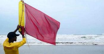 সুস্পষ্ট লঘুচাপ: ৩ নম্বর সংকেত বহাল, অব্যাহত থাকবে ভারি বৃষ্টি