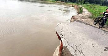 ঝিনাই নদীর ভাঙন আতঙ্কে বাসাইলের ৫ শতাধিক পরিবার