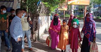 নারায়ণগঞ্জে নানা অজুহাতে ঘর থেকে বের হচ্ছেন মানুষ