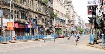পশ্চিমবঙ্গে বিধিনিষেধের মেয়াদ ফের বাড়ল, বন্ধই থাকছে বাস-ট্রেন