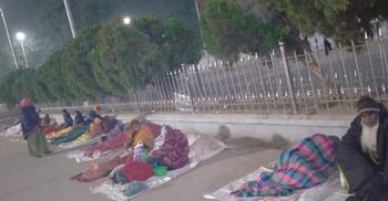 কম্বল ছাড়াই রাত কাটছে স্টেশনের অর্ধশতাধিক ভিক্ষুক-গৃহহীনের