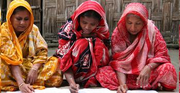 বয়স্ক শিক্ষায় পিছিয়ে বাংলাদেশের নারীরা