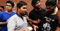 আলোচনায় বসতে আইডি কার্ড হাতে ক্যাম্পাসে বুয়েট শিক্ষার্থীরা