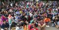 সড়ক অবরোধ করে বুয়েট শিক্ষার্থীদের আন্দোলন